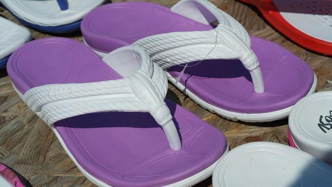 sandals-403062_1920